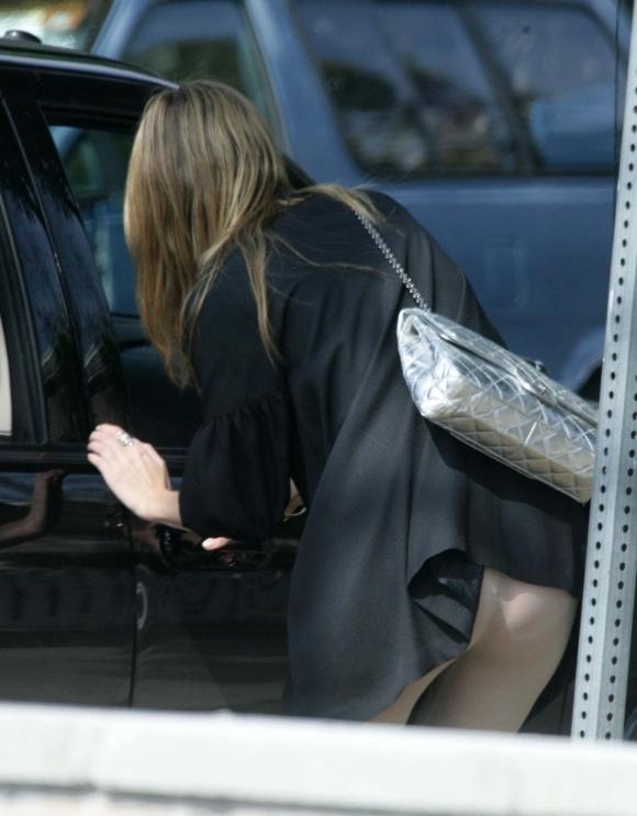 短いスカート履いてる子を狙うパンチラ盗撮犯の画像のクオリティが高すぎるwwwwwww【画像30枚】29_2019112022524838f.jpg