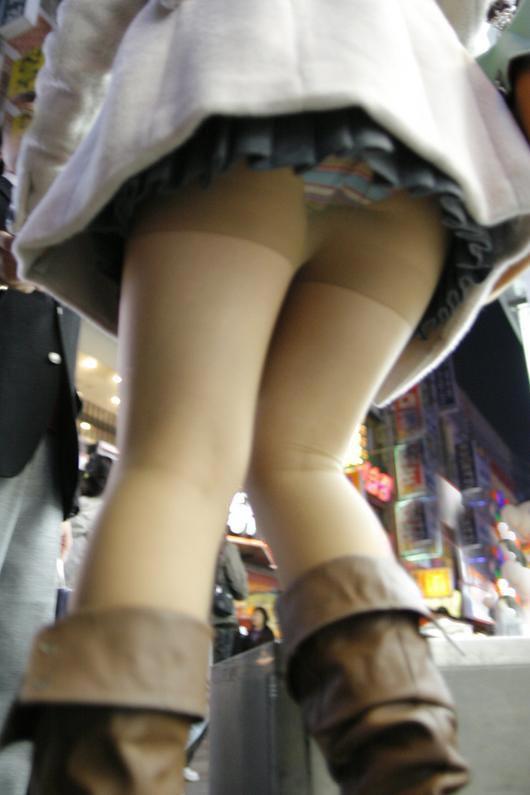 ヒラヒラしてるスカート見ると後ろからパンツ見たくてパンチラ狙ってしまうwwwwwww【画像30枚】29_20191226221236932.jpg