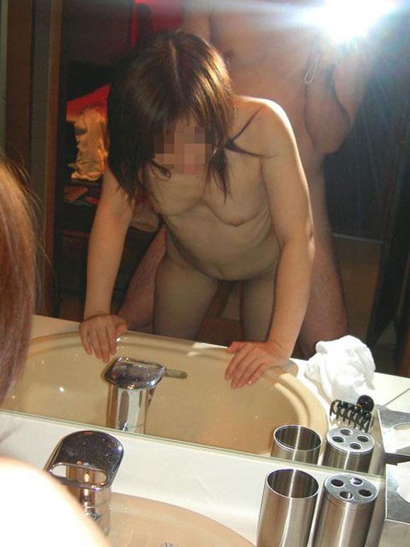 【ハメ撮り】素人カップルのセックスが簡単に見れるなんてホントに幸せな時代だわwwwwwww【画像30枚】29_20200108223018570.jpg