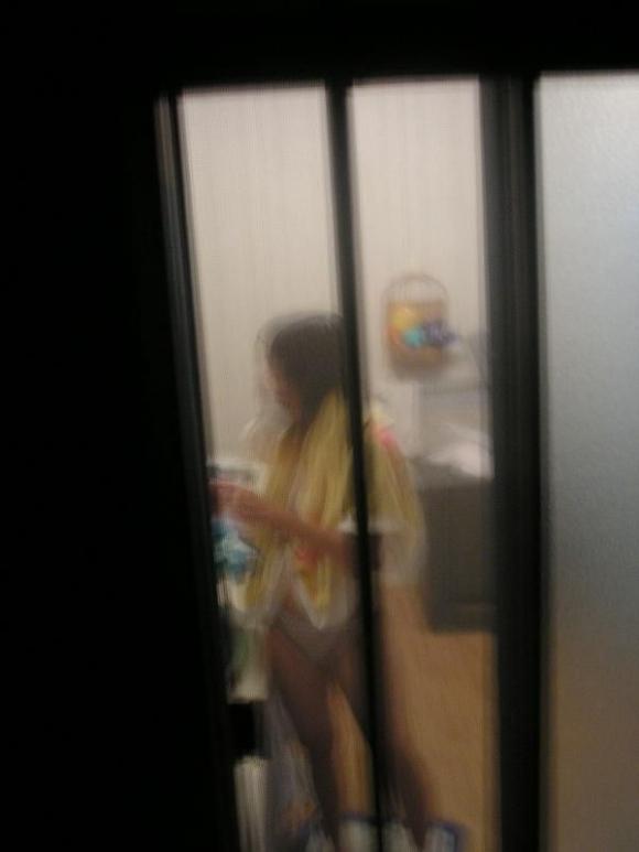 【民家盗撮】普通の家の窓から盗み撮りした女の子の裸がコレwwwwwww【画像30枚】30_20180921223130a9a.jpg