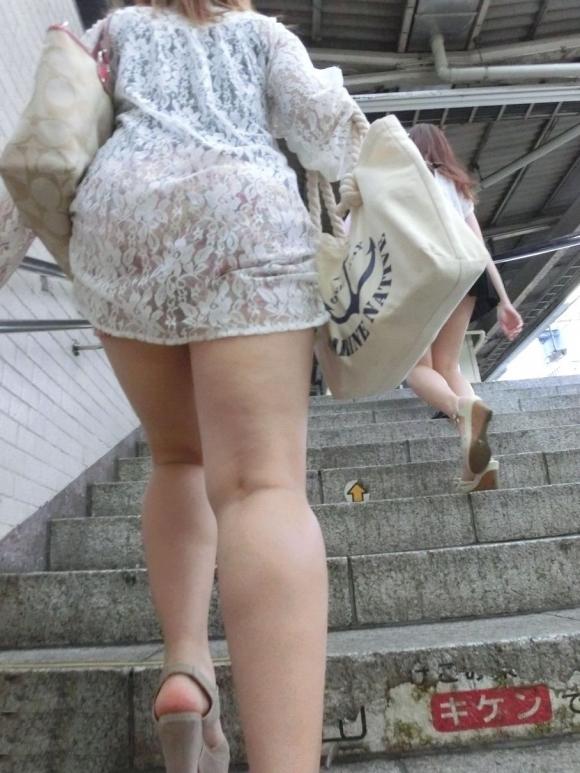 【残暑】暑いからパンティ透けちゃうレベルの薄着になる女子wwwwwww【画像30枚】30_201810020212532ac.jpg