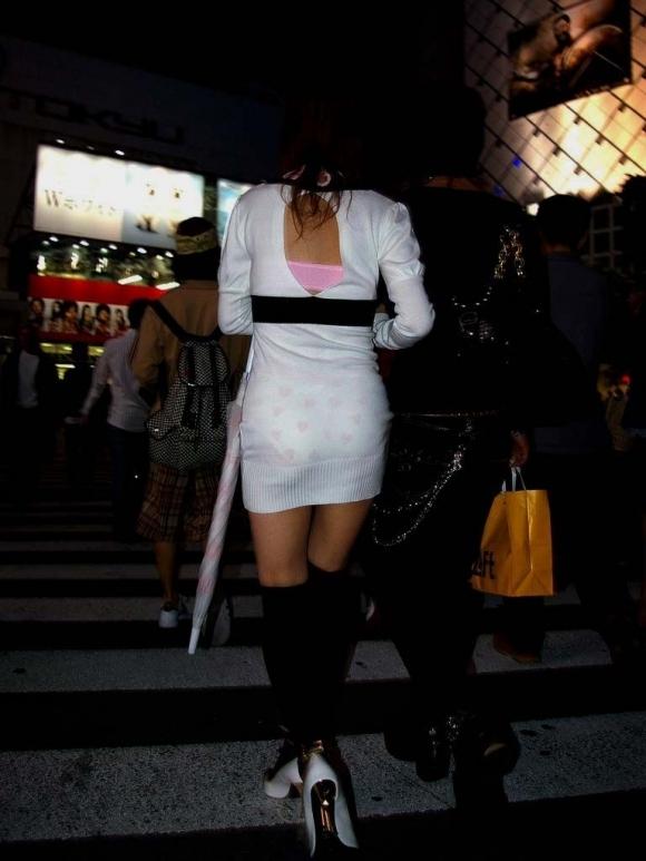 パンツ透けてる状態で外出歩く女の子の神経wwwwwww【画像30枚】30_20181018160201cf6.jpg