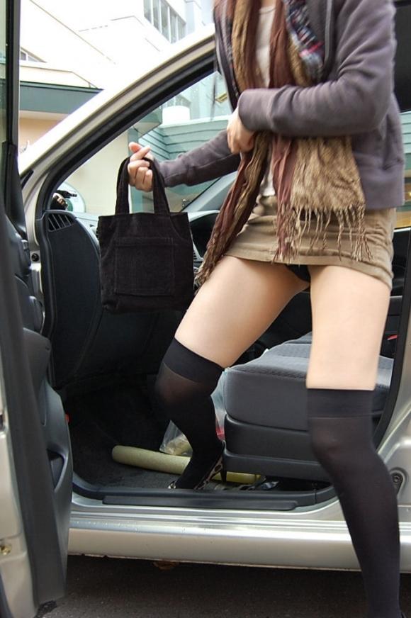 車に乗るときはパンチラしやすい法則を発見したったwwwwwww【画像30枚】30_201812160207386d9.jpg
