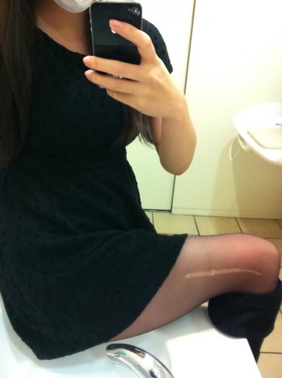【素人自撮り画像】恥ずかしいからってトイレの中で自撮りしてる素人娘のオナネタ画像wwwwwww【画像30枚】30_20190113004955cb5.jpg