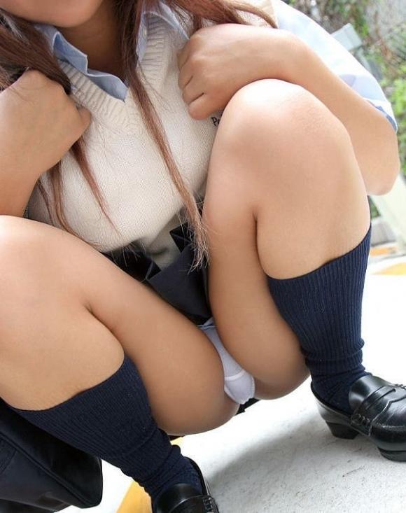 【純白】清純そうに見える白いパンティ履いてる女の子にやっぱ惹かれるwwwwwww【画像30枚】30_20190127152210237.jpg