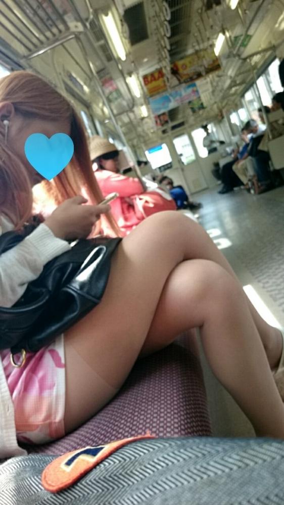 電車に乗ってる時間がとても楽しくなる女の子のエロい脚!wwwwwww【画像30枚】30_20190302152610082.jpg