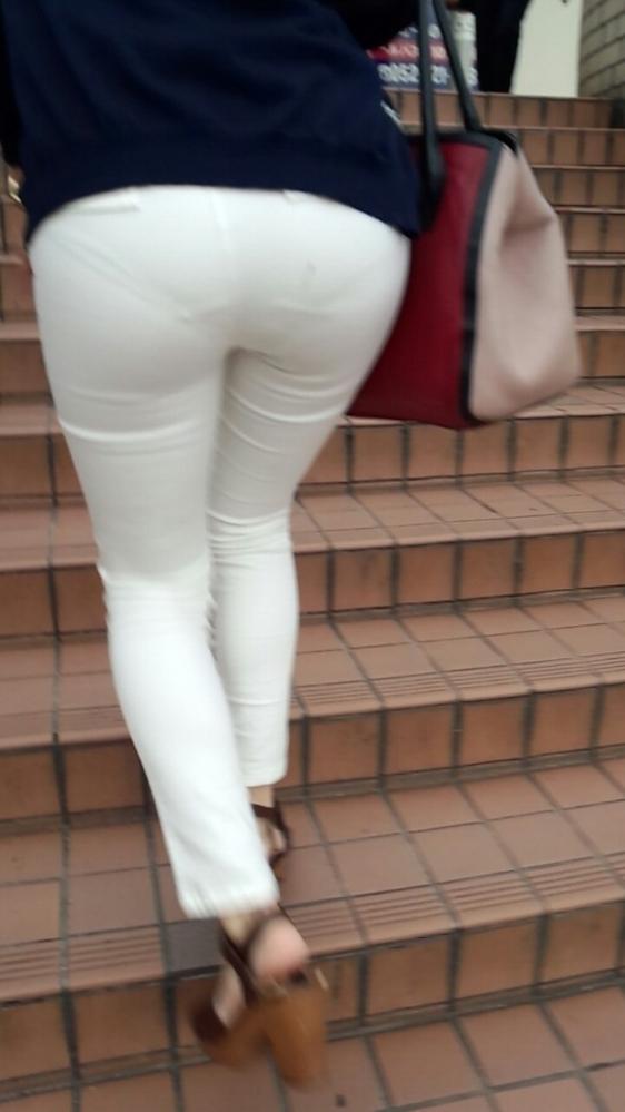 パンティが透けてる状態で外を歩いちゃダメだってwwwwwww【画像30枚】30_201904180200517df.jpg