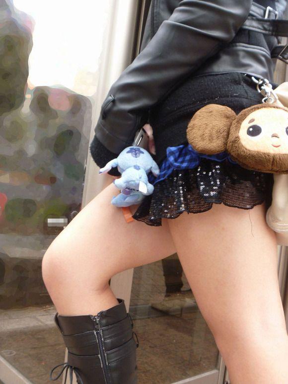 短いスカートを履いてパンチラさせにきてる女の子wwwwwww【画像30枚】30_201905020145254af.jpg