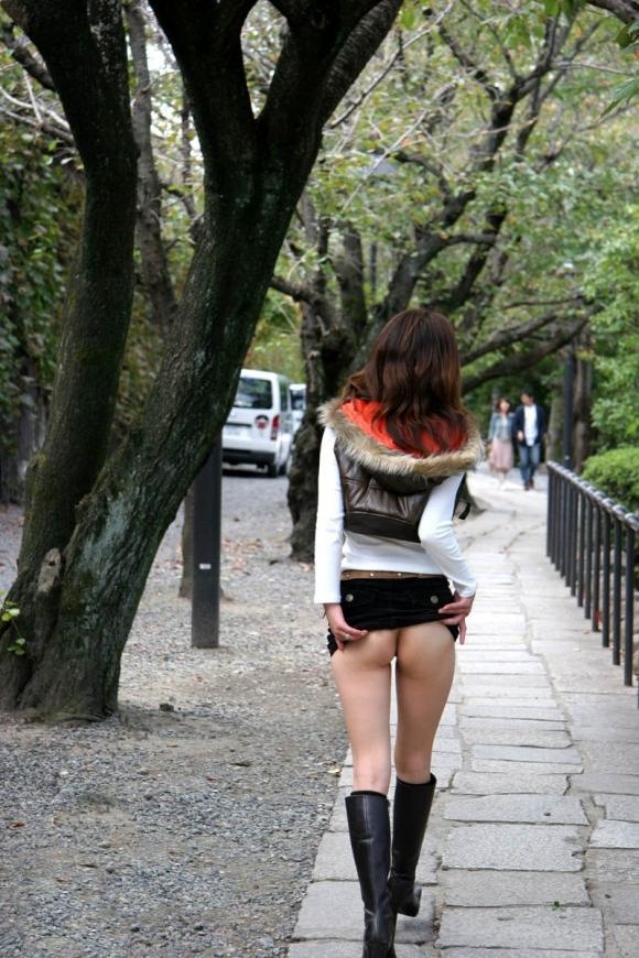 【野外露出】夏になると増えてくる露出狂の女の子wwwwwww【画像30枚】30_2019060222095443c.jpg