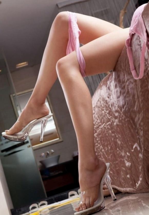 【美脚】あぁ・・・こういうエロい脚を見ると脚フェチの気持ちが理解できるwwwwwww【画像30枚】30_20190614012806de0.jpg