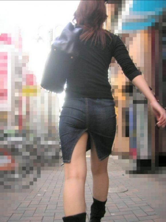 スカートの隙間からエロい脚が見えたら思わず凝視してしまうwwwwwww【画像30枚】30_201907030213216de.jpg