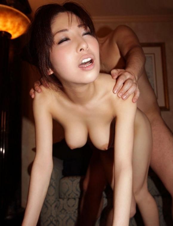 【セックス】後ろから激しく突いて卑猥なカタチをしてるおっぱいがヤバいwwwwwww【画像30枚】30_20191125202226023.jpg