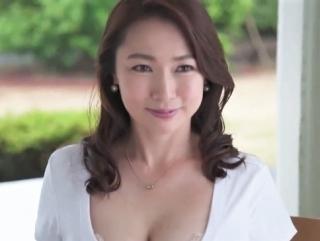 《四十路熟女》美しすぎる顔とは反対に、脱いだら熟れすぎた身体にギャップ萌え