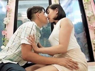 【中出し】ずっと好きだった先生が父と再婚 義母に恋するチェリーボーイ