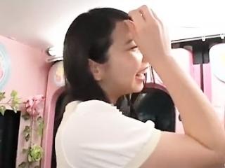 《素人ナンパ》 ハーフみたいな女の子 公開接吻でエロモード突入 最後は顔射まで
