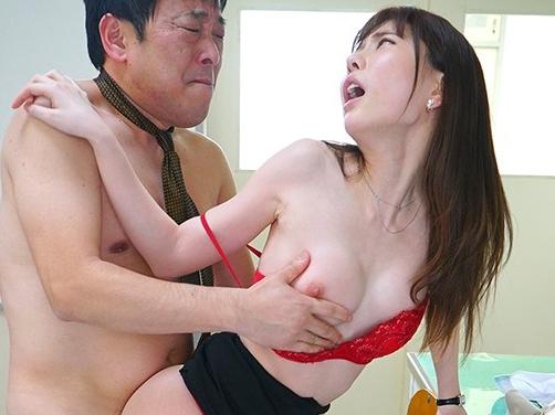 お色気女教師がパンスト足コキや痴女責めで男潮を発射させるの脚フェチDVD画像3
