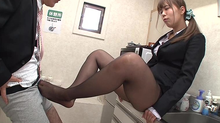 女体化スキン2~皮を被って異性に変身~オフィス編の脚フェチDVD画像1