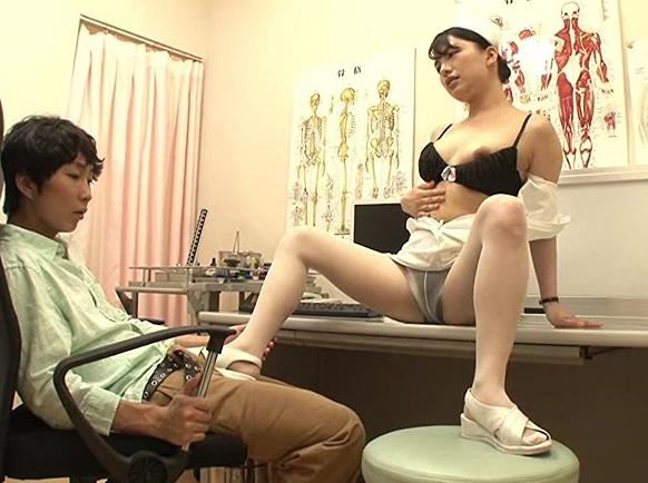 清楚な新人看護師が実はヤリマンでナースサンダルで靴コキ責めの脚フェチDVD画像3