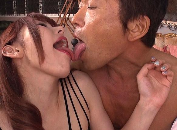 いやらしいドスケベ痴女の網タイツ足コキや受精確定セックスの脚フェチDVD画像4