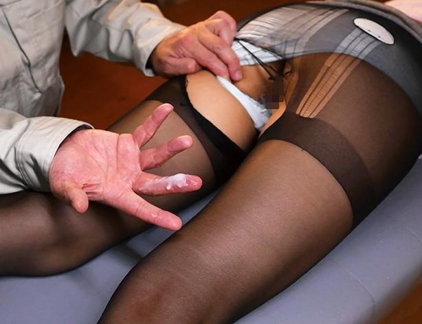パンストマニアのストーカーに犯され強制足コキや孕ませ着衣SEXの脚フェチDVD画像3