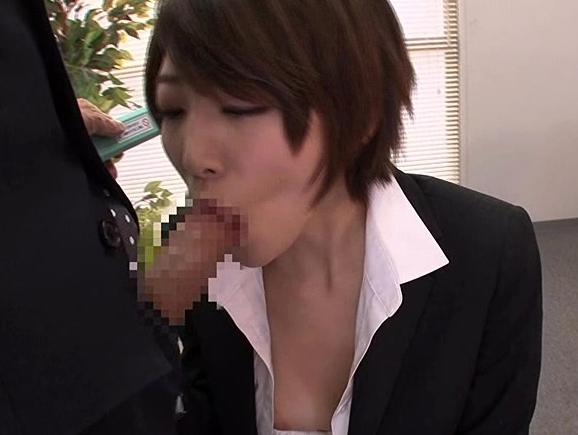 セクシーな柄タイツを穿いた美脚OLがオフィス内で足コキ抜きの脚フェチDVD画像3