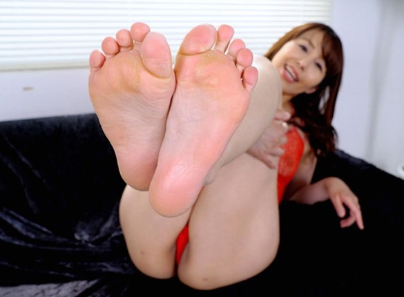 人妻の熟れた美脚と熟練された足コキテクニックが堪りませんの脚フェチDVD画像1