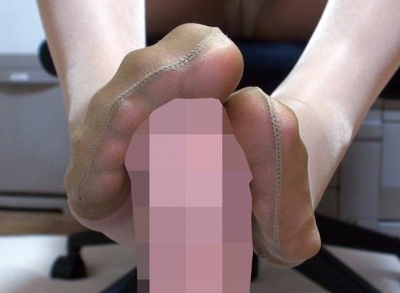 美少女JKがナチュラルパンストでディルドを足コキしたり着衣SEXの脚フェチDVD画像3