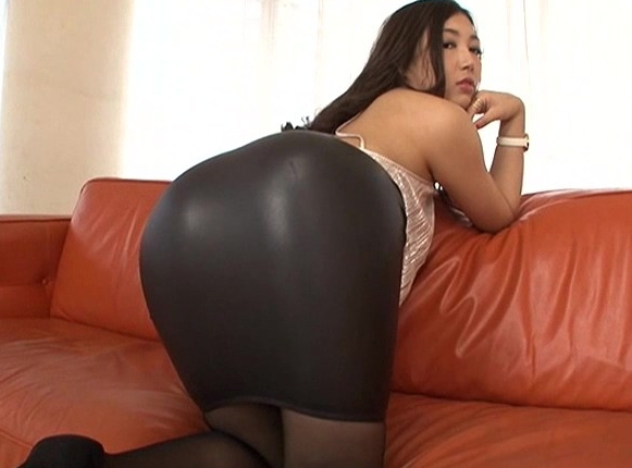 デカ尻美女にタイトスカートやパンストを着用させたまま着衣SEXの脚フェチDVD画像1