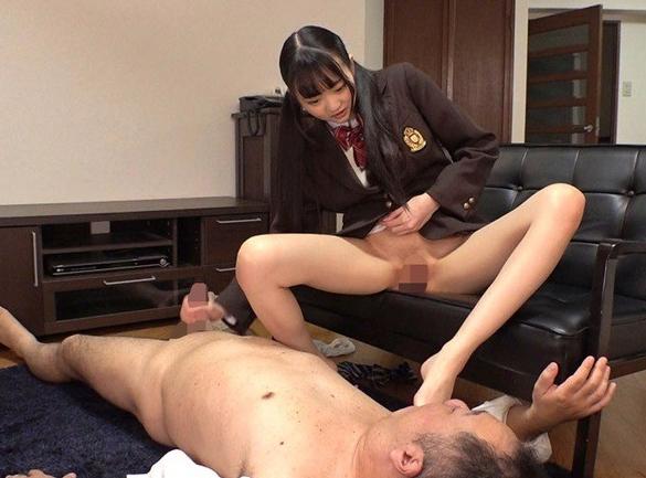 義父の肉棒を足臭漂うハイソックスで足コキ責めする女子校生の脚フェチDVD画像5