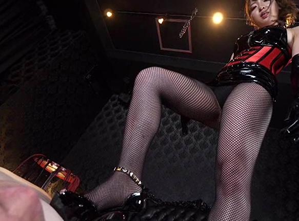 女王様のハイヒールで靴コキされペニバンで犯されるSMプレイの脚フェチDVD画像1