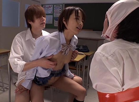 ドS女子校生が教師を強制足舐めや生足コキでM男調教していくの脚フェチDVD画像5