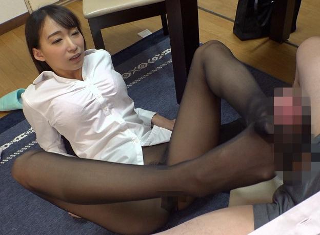 憧れの女上司OLたちが蒸れ蒸れパンストで足コキ痴女責めの脚フェチDVD画像2
