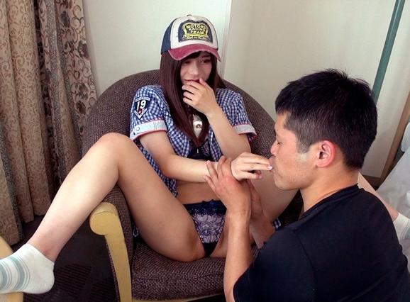 セレブ女子大生のパンスト足臭を嗅いで舐めて足コキでフル勃起の脚フェチDVD画像1