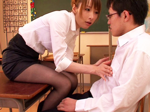 放課後の教室で痴女教師にベロチューされながら乳首を弄られ続ける乳首面接