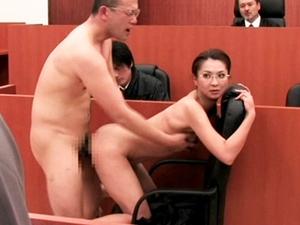 【艶堂しほり】存在のない男に法廷で犯されながら裁判を進行するデカ乳首女弁護士