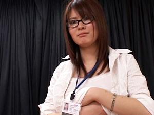 【伊東菜々】Gカップ女性社員をなんとか口説いてAV出演させちゃいます。