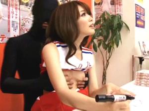 【加藤リナ】オッパイを揉まれ敏感な乳首を刺激され電マでイカされながらの握手会!