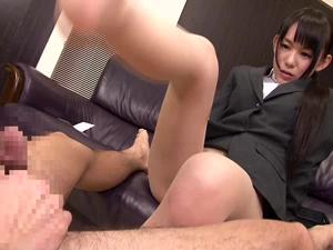 小西まりえ 就活中のリクルートスーツの女子大生が面接官を罵倒して蒸れ足でチンポ踏みつけ足コキ