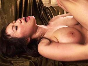 【紺野まこ】ドM洗脳された巨乳美女が3Pセックスでクリトリスと膣でイキまくる!