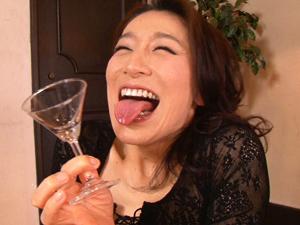 【松本まりな】レジェンド痴熟女がフェラチオで次々と口内発射させ連続ごっくん!!