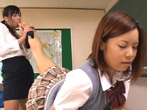 【大石もえ×横山翔子】変態女教師がアスリート系女生徒の足やマンコやアナルを無理な体制で舐めまくる軟体レズ