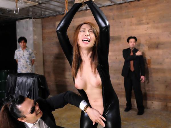 【篠田あゆみ】拘束快楽責めでイカされても強気なキャットスーツの巨乳潜入捜査官