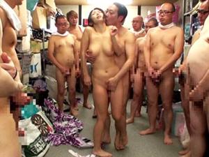 【篠田あゆみ】何本ものチンポから発射されるザーメンを浴びながらイキまくるぶっかけSEX