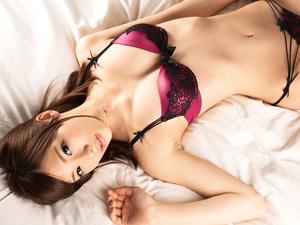 【鈴村あいり】ランジェリーのまま濃厚なSEXで色っぽく悶え絶頂する超絶美女!