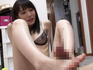 【鈴村あいり】飼育M男たちに足を舐めさせチンポを踏みつけ足コキ抜きする極上痴女