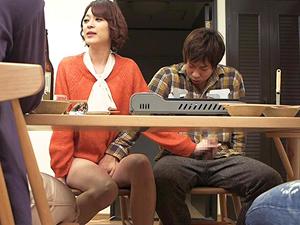 【司ミコト】テーブルの下でパンチラ太ももを触ったらチンポを握ってきたので別室でおもいっきりSEX!