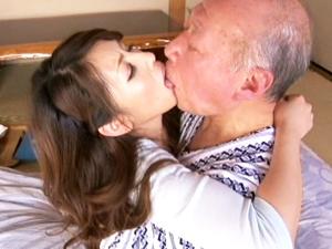 【結城みさ】ファザコン妻の義父の介護が献身的すぎて一線を越えてしまいます。