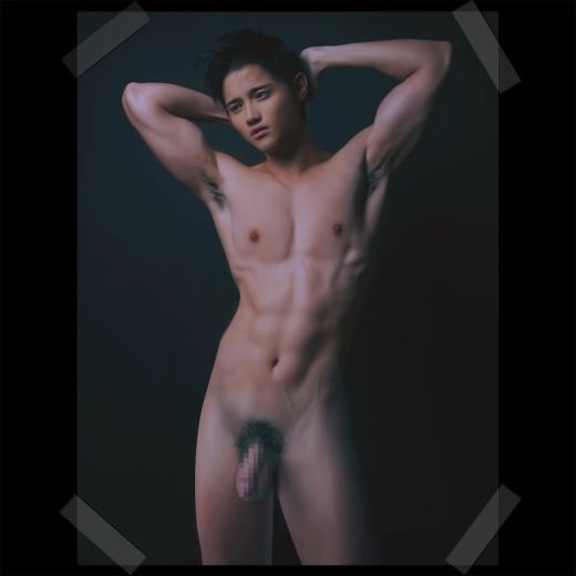筋肉 全裸