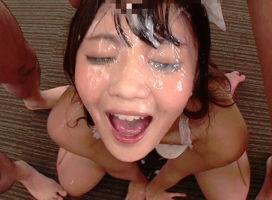 激カワ美少女(19)の美顔がドロドロの精子まみれになる連続ぶっかけ!!