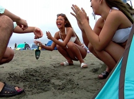 イマドキ素人ギャルたちをビーチやプールでナンパ! ホテルに連れ込んでチンポをぶち込む!!
